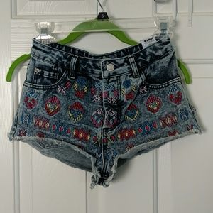 Fun highwaisted shorts